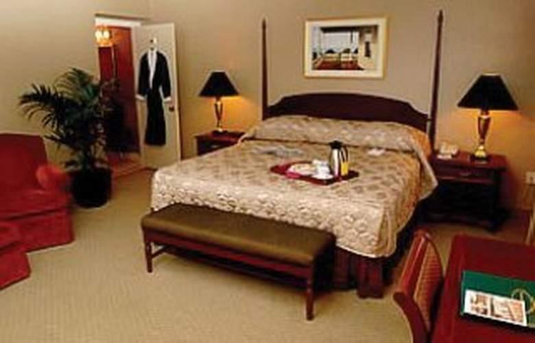 Eastland Park - Room - 0