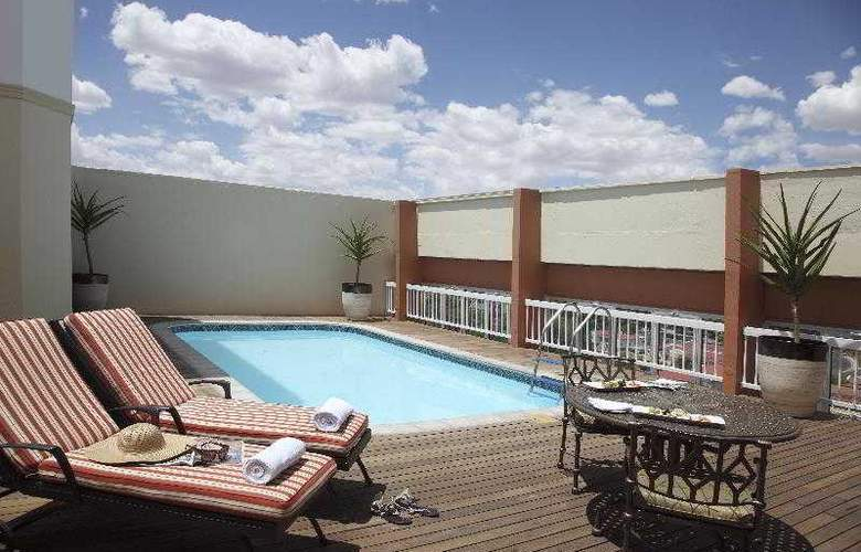 Avani Windhoek Hotel & Casino - Pool - 5