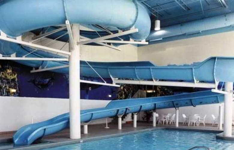 Sandman Signature Mississauga Hotel - Pool - 1