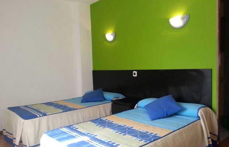Azcona - Room - 13