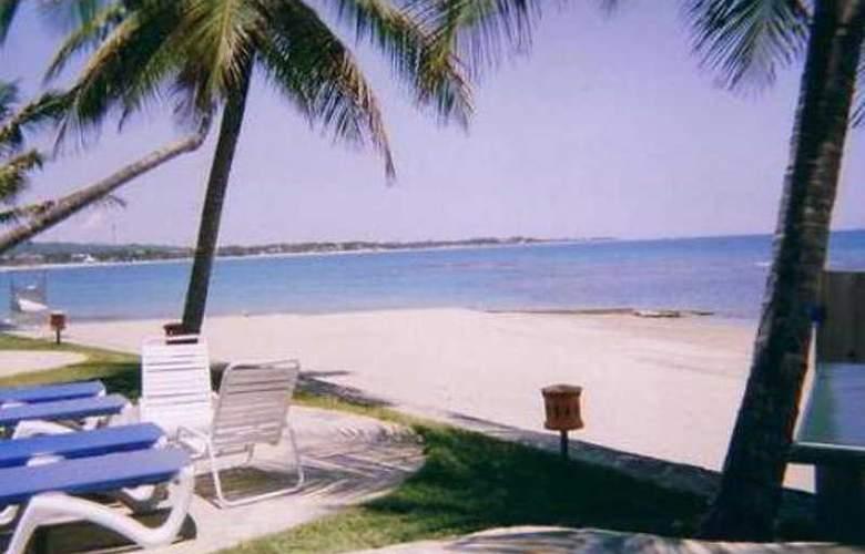 Velero Beach Resort - Beach - 5