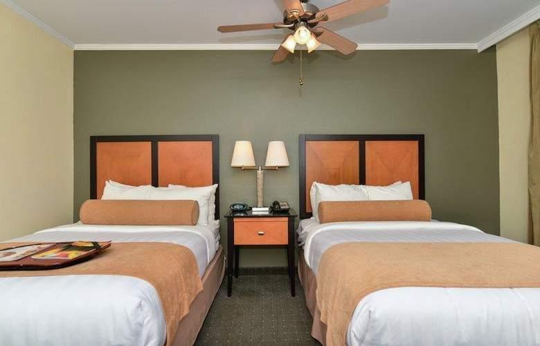 Best Western Plus St. Charles Inn - Room - 63