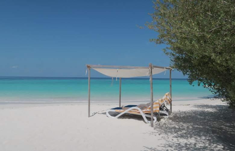 Eriyadu Island Resort - Beach - 29