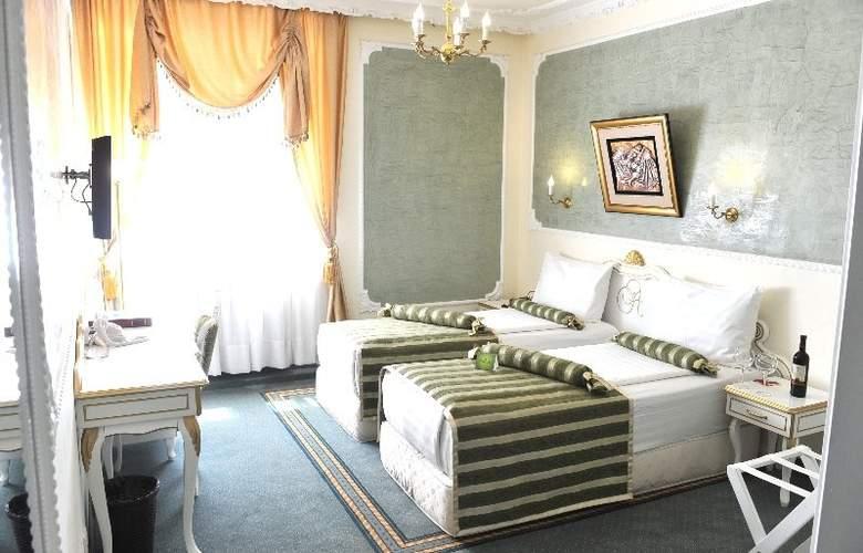 Queens Astoria Design - Room - 15