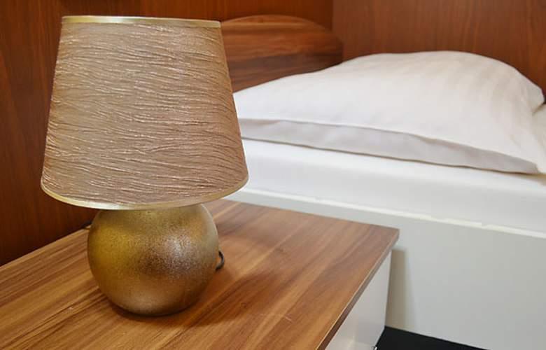 Aparthotel Austria Suites - Room - 3
