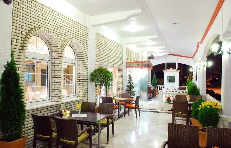 Strass Hotel - Terrace - 4