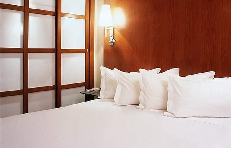AC Los Vascos - Room - 11