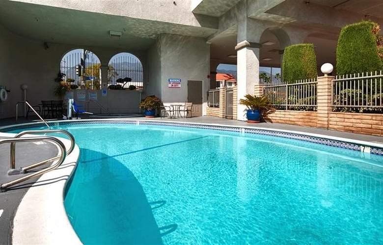 Best Western Pasadena Royale - Pool - 19