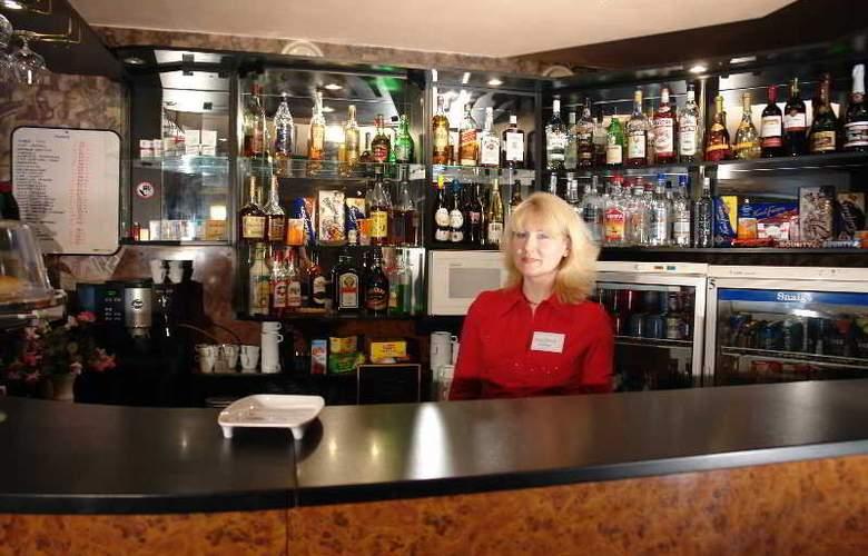 Dorell Guesthouse - Bar - 18