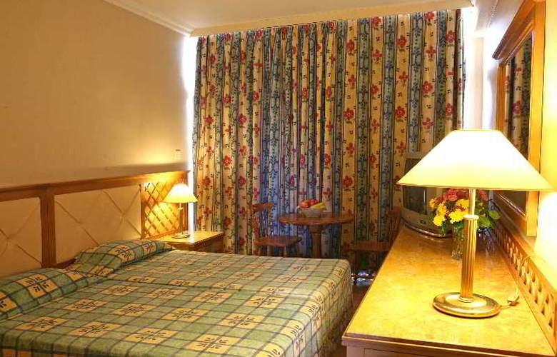 Estella Apartments - Room - 10