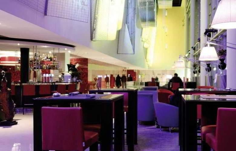 Starling Geneva Hotel & Conf Center - Bar - 4