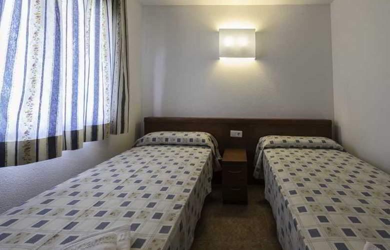 Pineda Park - Room - 11