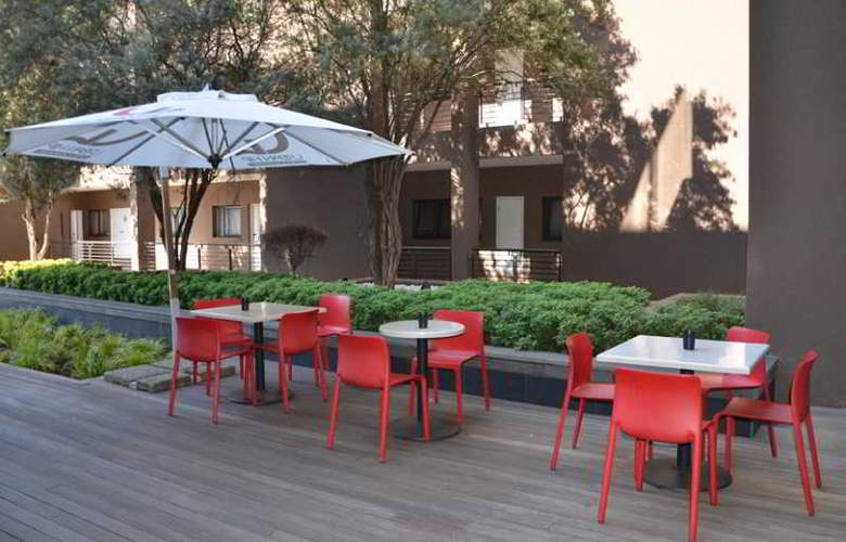Urban Hip Hotels - The Nicol Hotels & Apartments - Terrace - 13