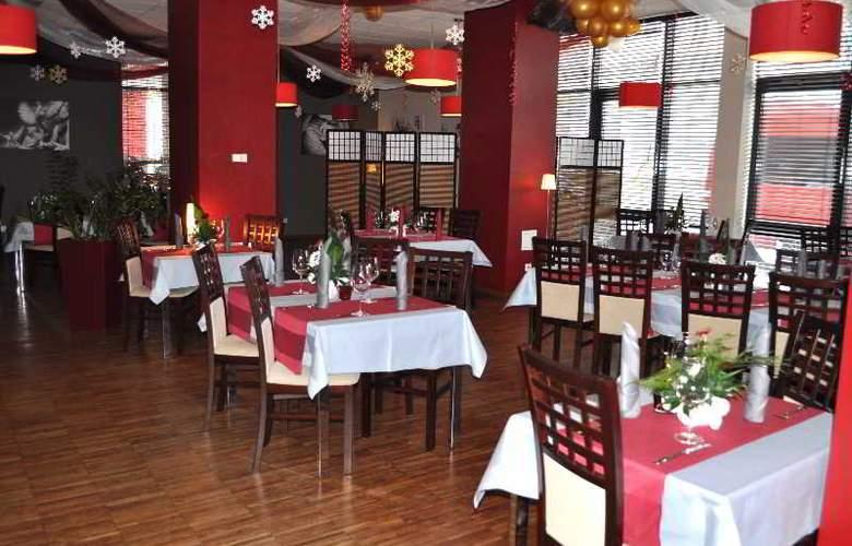 Economy Silesian Hotel - Restaurant - 18