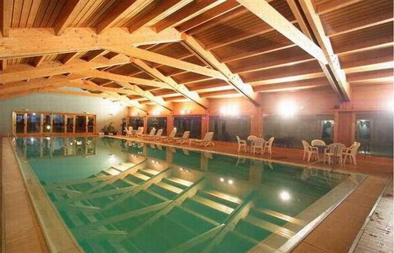 Palace - Pool - 1