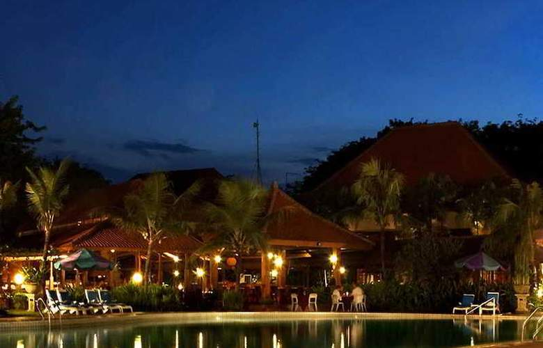 Singgasana Surabaya - Pool - 6