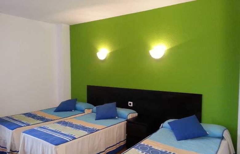 Azcona - Room - 12