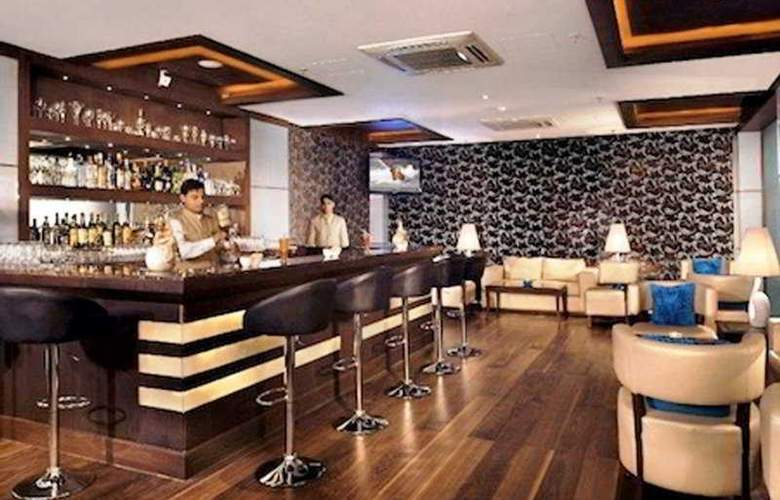 Country Inn & Suites by Carlson Gurgaon - Bar - 5
