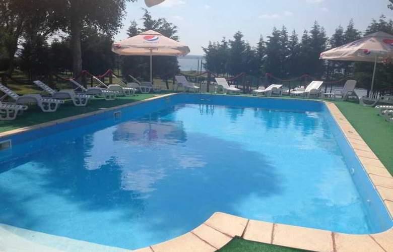 Voila Hotel - Pool - 1