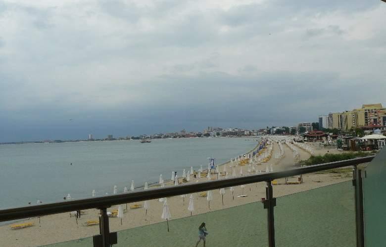 Sunny Bay Aparthotel - Beach - 4