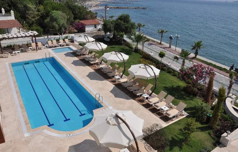 Small Beach Hotel - Pool - 3