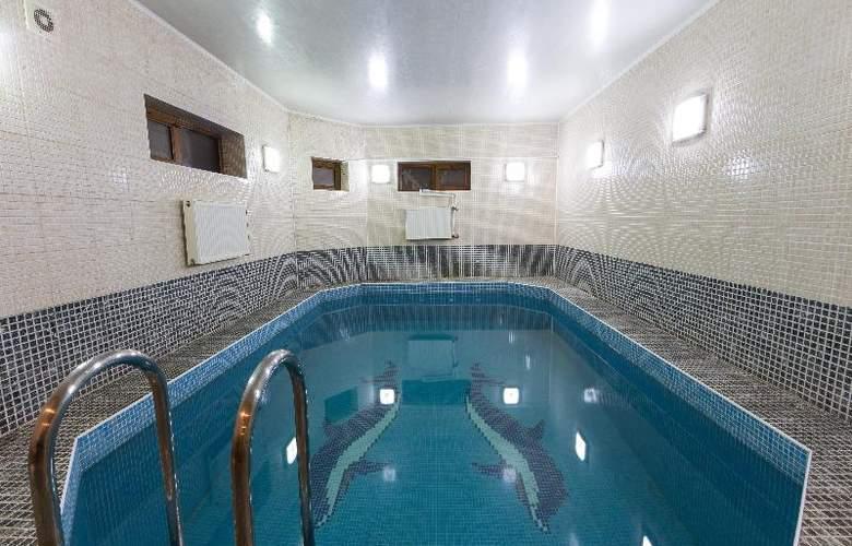 Premier - Pool - 26