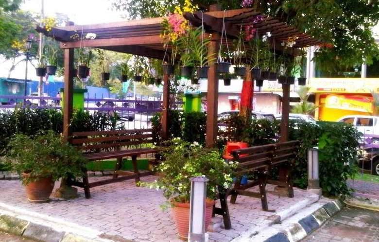 Hotel Maluri Kuala Lumpur - Terrace - 10