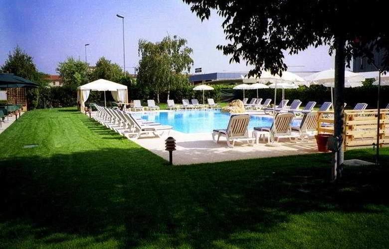 Saccardi Quadrante Europa - Pool - 3