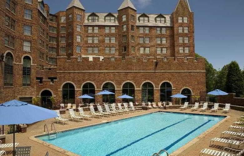 Sheraton Parsippany Hotel - Pool - 7