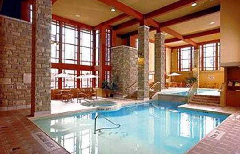 Doubletree Fallsview Resort & Spa by Hilton - Pool - 8