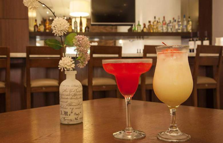 Hampton Inn & Suites Monterrey Norte - Bar - 25