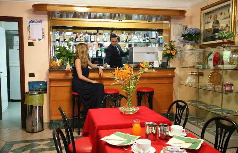 Hotel Carmencita - Restaurant - 14