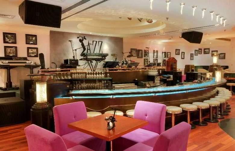 Radisson Blu Hotel & Resort, Abu Dhabi Corniche - Bar - 4