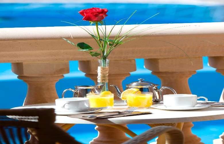 Mon Port Hotel Spa - Terrace - 200