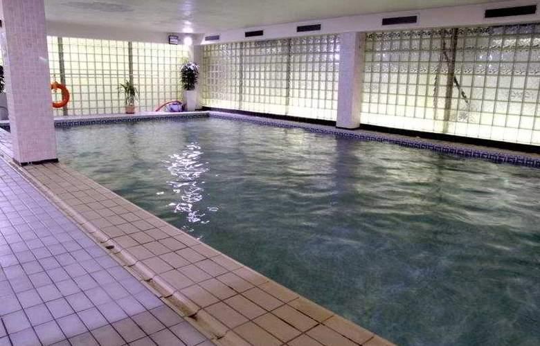 Holiday Inn Milton Keynes - Pool - 0