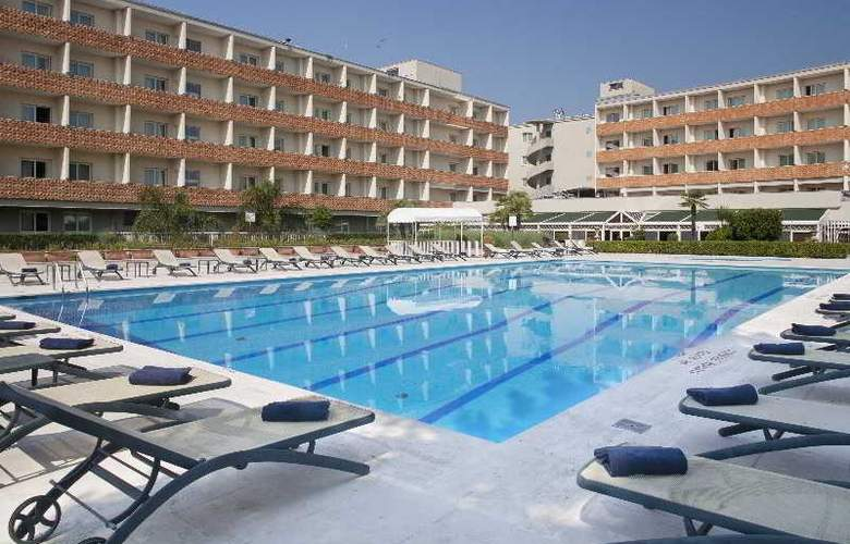 Crowne Plaza Rome-St. Peter's - Pool - 10