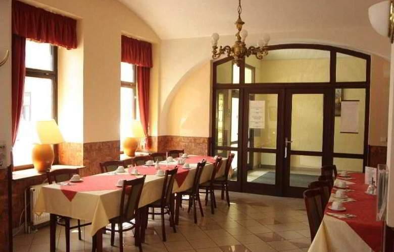 Dalimil - Restaurant - 11