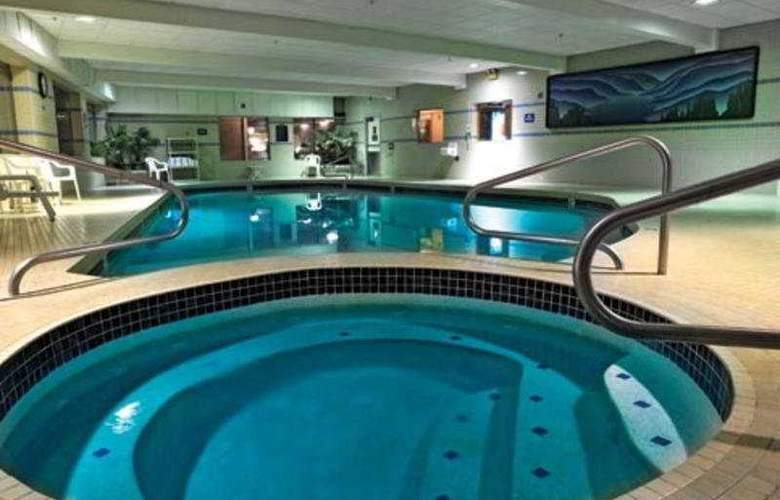 Shilo Inn Suites Tacoma - Pool - 3