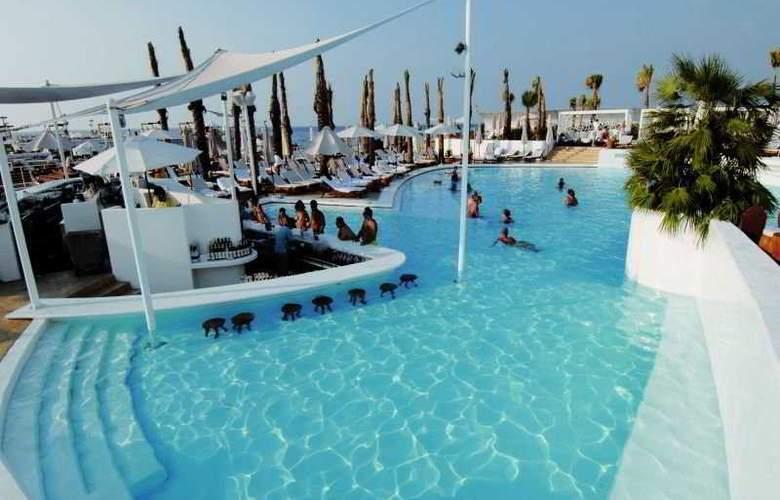 Riviera - Pool - 9