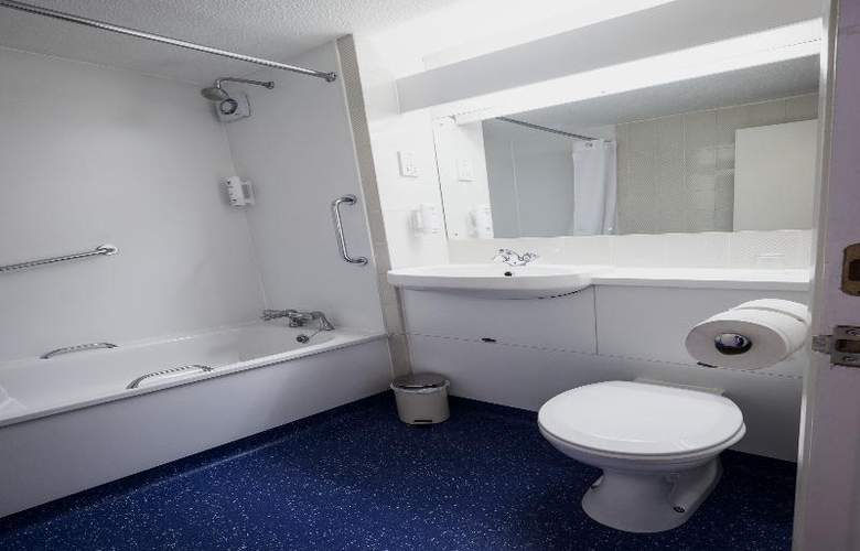 Travelodge Dublin Airport North Swords - Room - 18