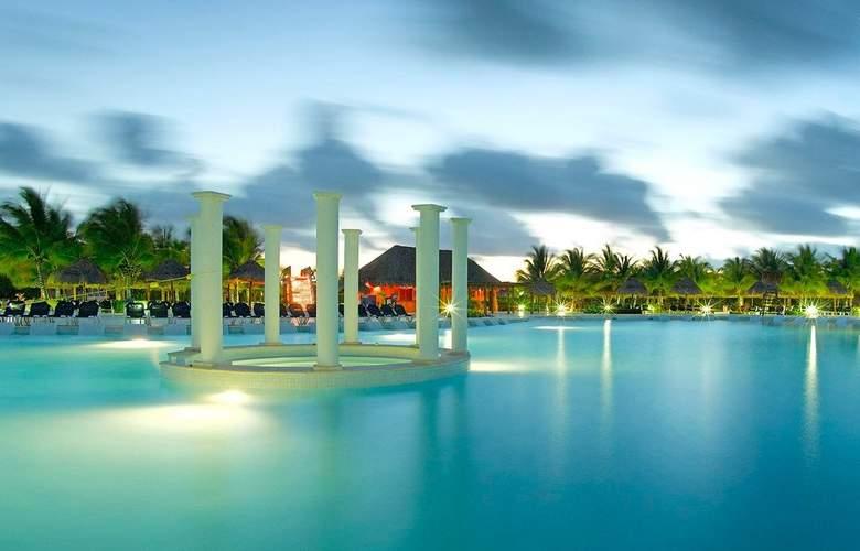 Grand Palladium Colonial Resort & Spa - Pool - 24