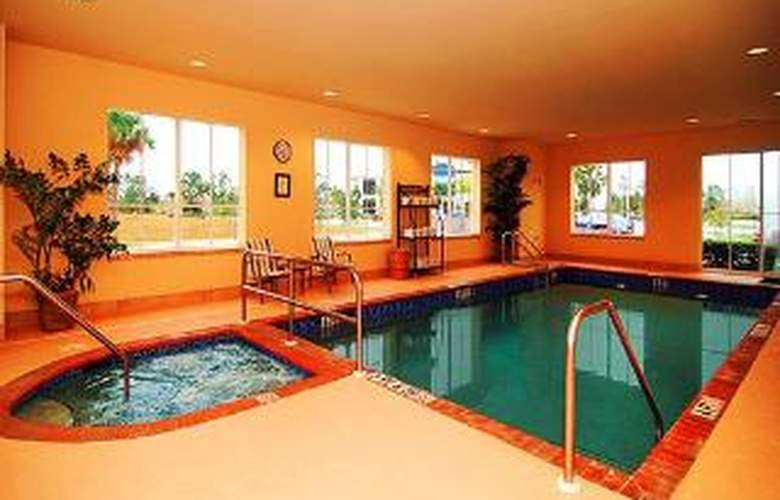 Comfort Inn & Suites Airport - Pool - 5