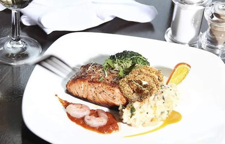 Clayton Cardiff - Restaurant - 70