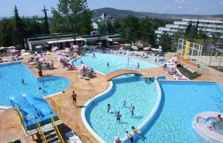 .Com - Pool - 2