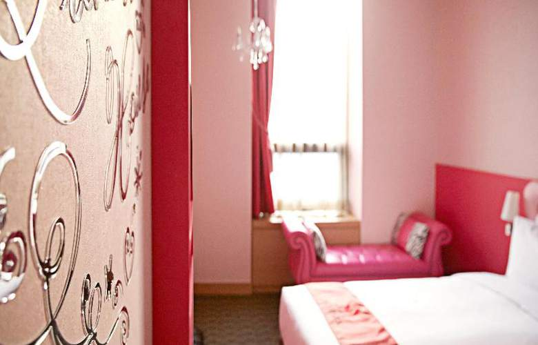Skypark Central Myeongdong - Room - 18