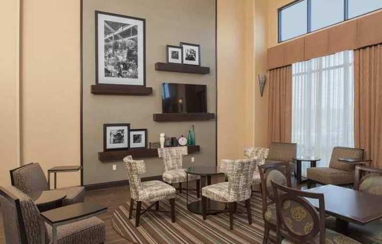 Hampton Inn & Suites Grand Rapids-Airport 28th - Hotel - 3