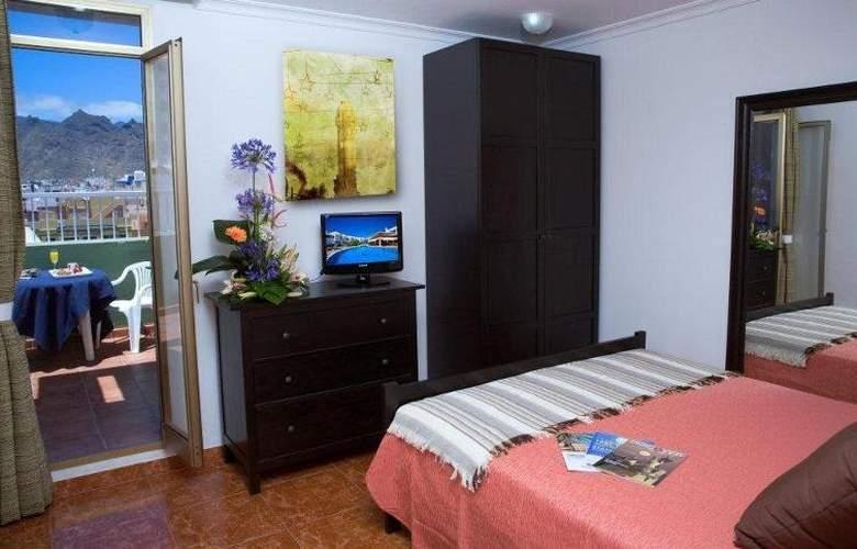 Adonis Capital - Room - 2