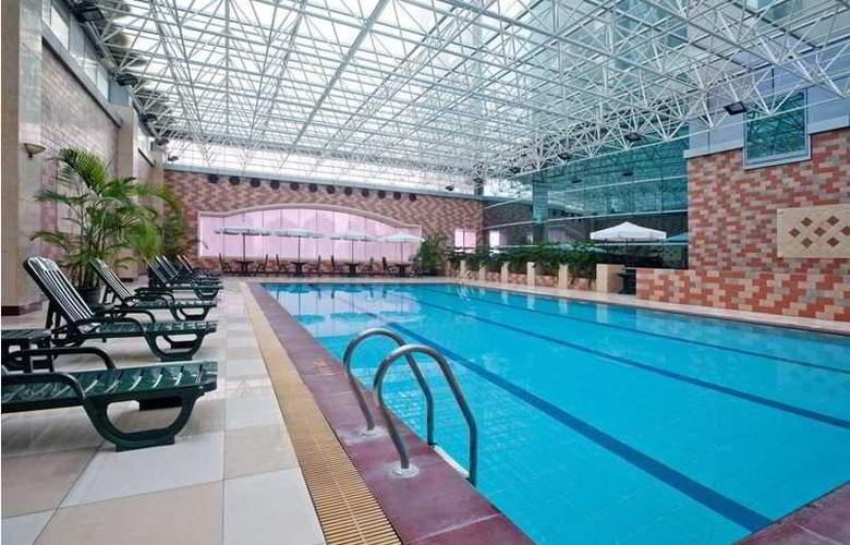 Holiday Inn Pudong - Pool - 11