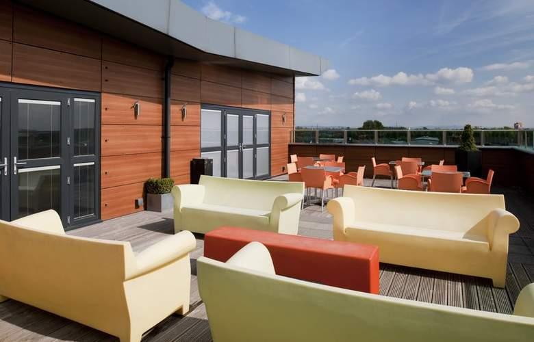 Holiday Inn Manchester Central Park West - Terrace - 6