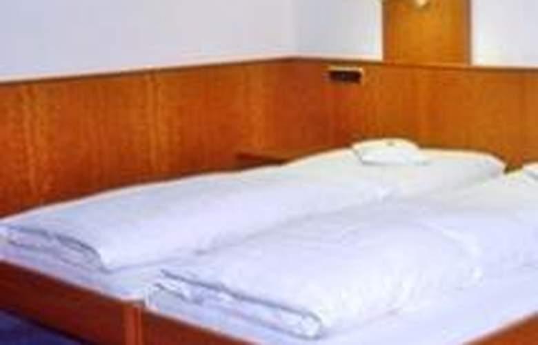 Götz - Room - 0